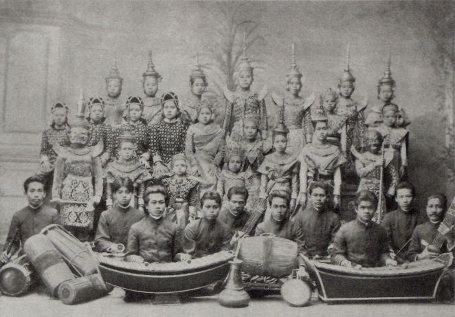 Siamese Theater Group. http://en.wikipedia.org/wiki/Music_of_Thailand#/media/File:Siamese_theater_group_around_1900.jpg. Online.